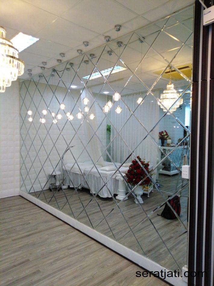 Cermin dinding mozaic. Cermin dinding. Cermin dinding kaca ukir. Cermin dinding ruang. Wall mirror