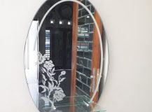 Cermin oval kamar mandi